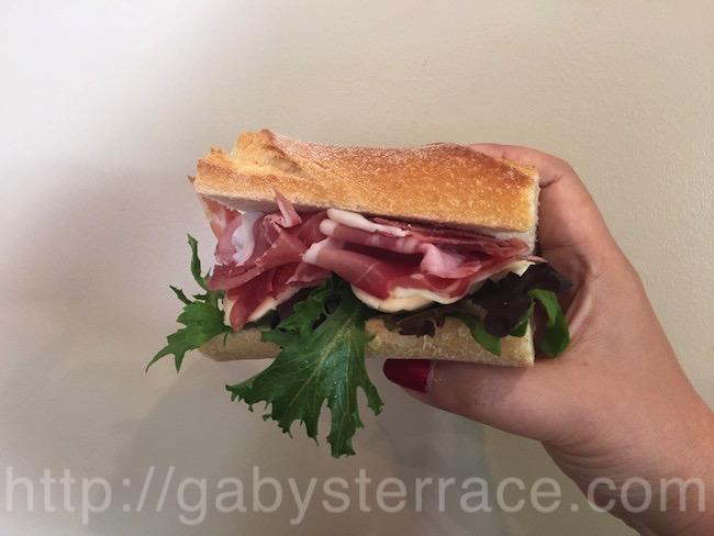 日曜日のランチは自宅のサンドイッチで